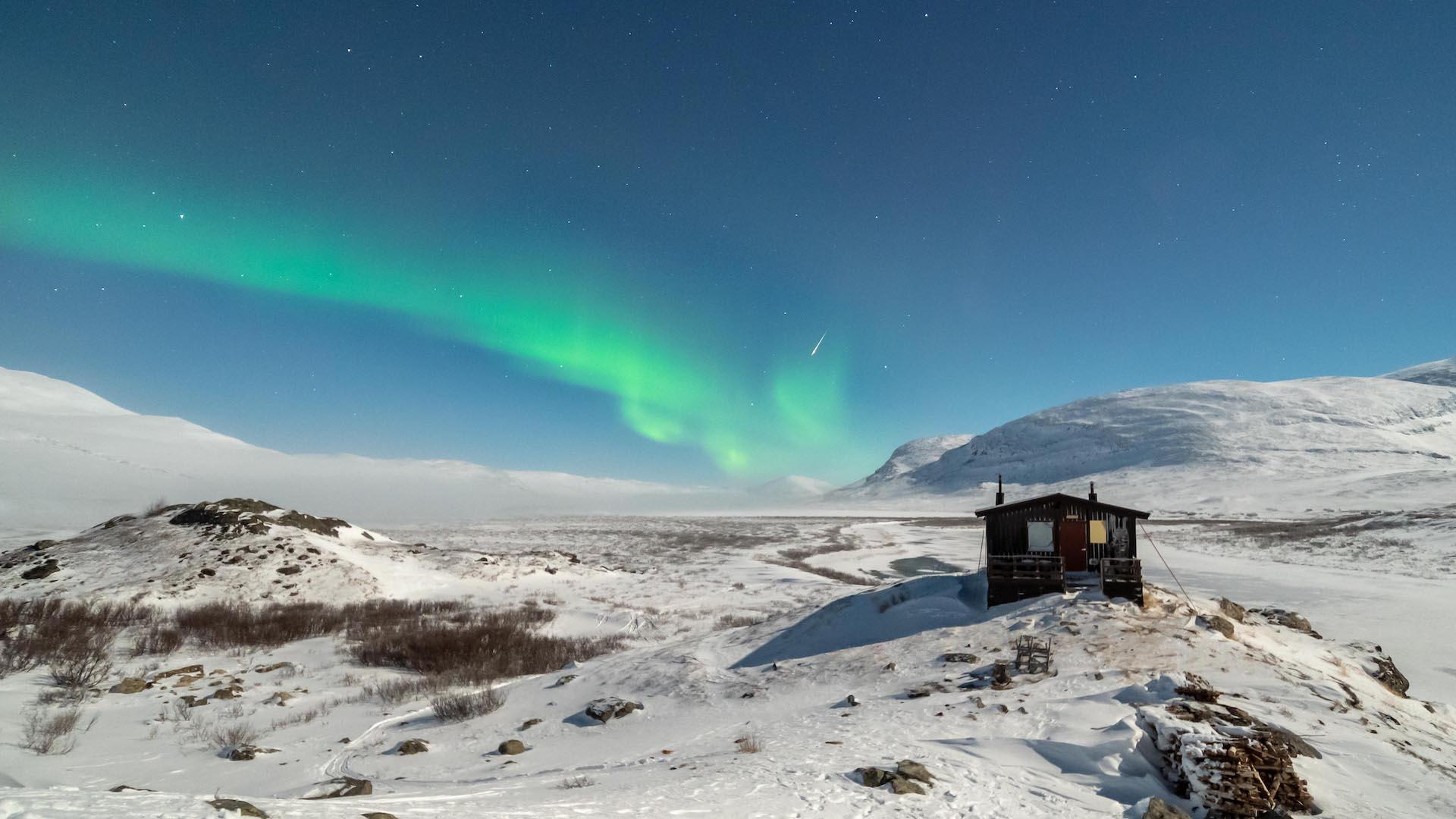 La nuit polaire et les aurores boréales sur le Kungsleden à skis nordiques en Laponie