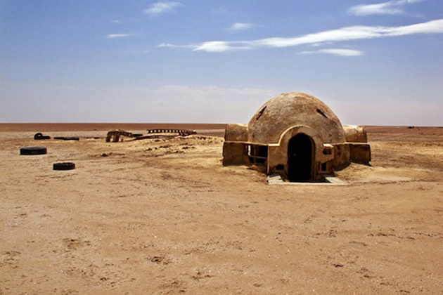 abandoned-star-wars-film-sets-in-the-tunisian-desert-01