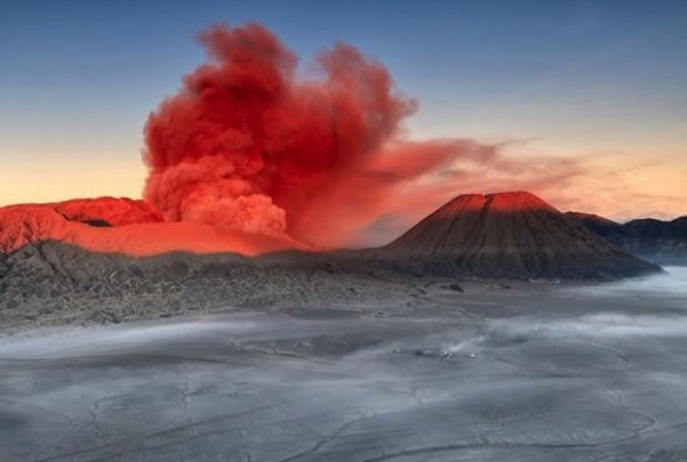 spectacular volcanic smoke 1