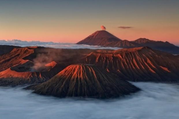 spectacular volcanic smoke 10