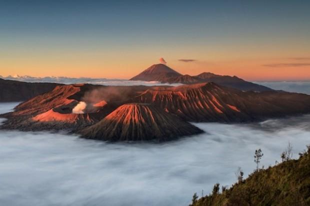 spectacular volcanic smoke 2
