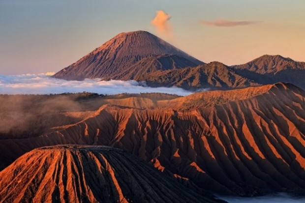 spectacular volcanic smoke 3