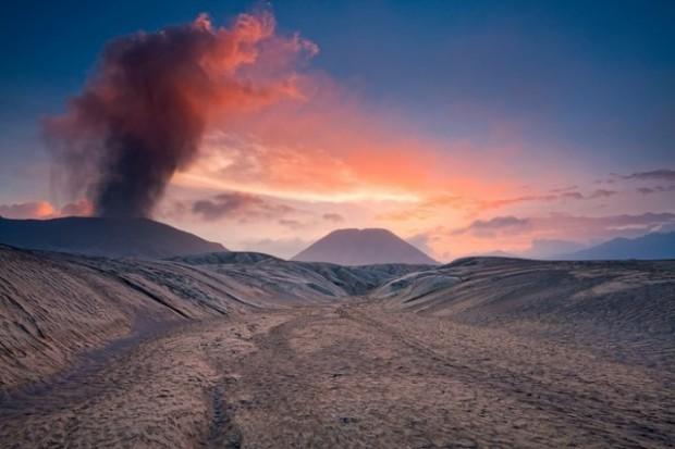 spectacular volcanic smoke 4
