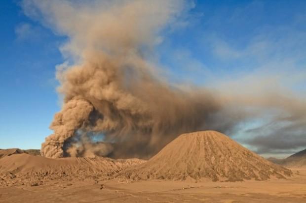 spectacular volcanic smoke 5