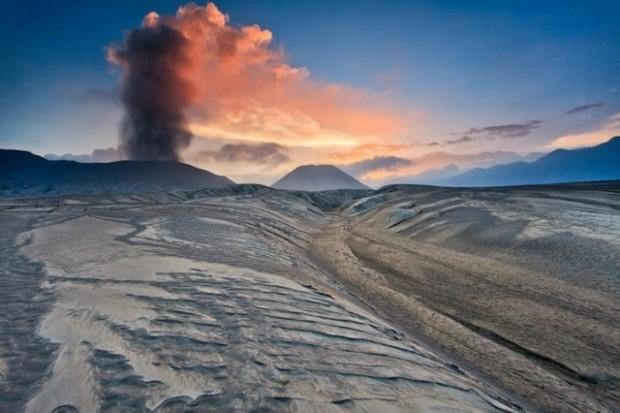 spectacular volcanic smoke 7