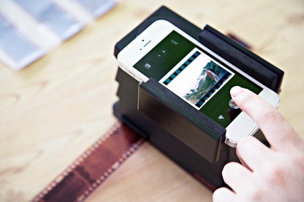 lomography-smartphone-film-scanner-02
