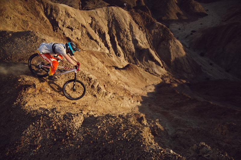 into-the-dirt-andi-tillmann-moondlandscape-canyon-drop
