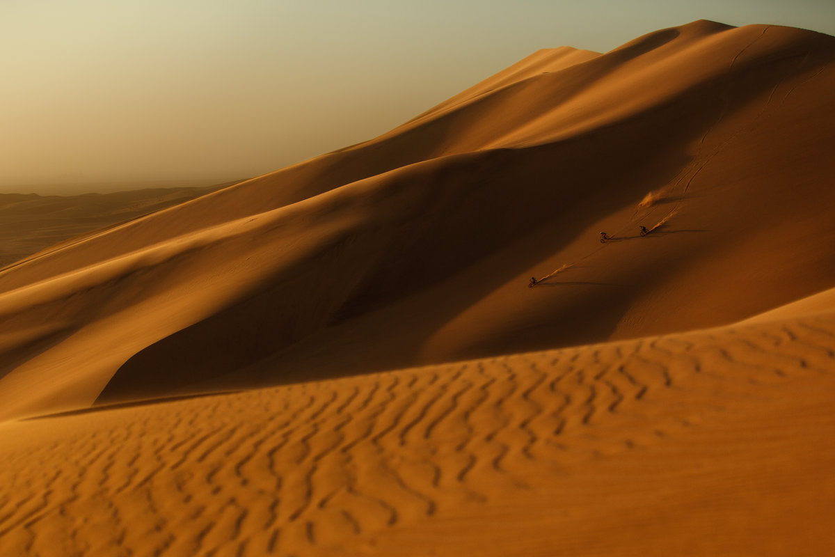 into-the-dirt-kyle-jameson-andi-and-michi-tillmann-on-dune-7-in-nambia (1)