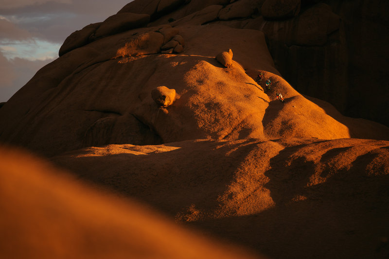 into-the-dirt-kyle-jameson-michi-and-andi-tillmann-at-spitzkoppe