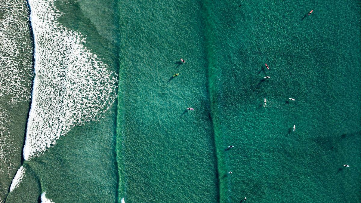 aerial-tofino-surfing