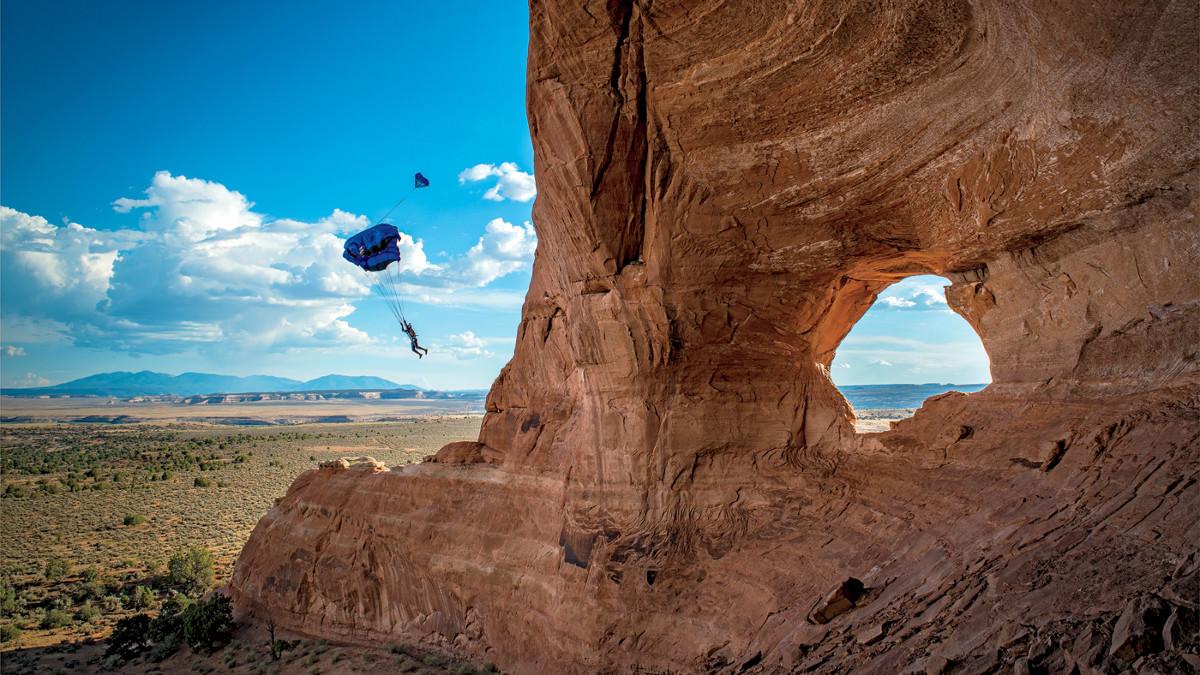 base-jump-parachute-rogers