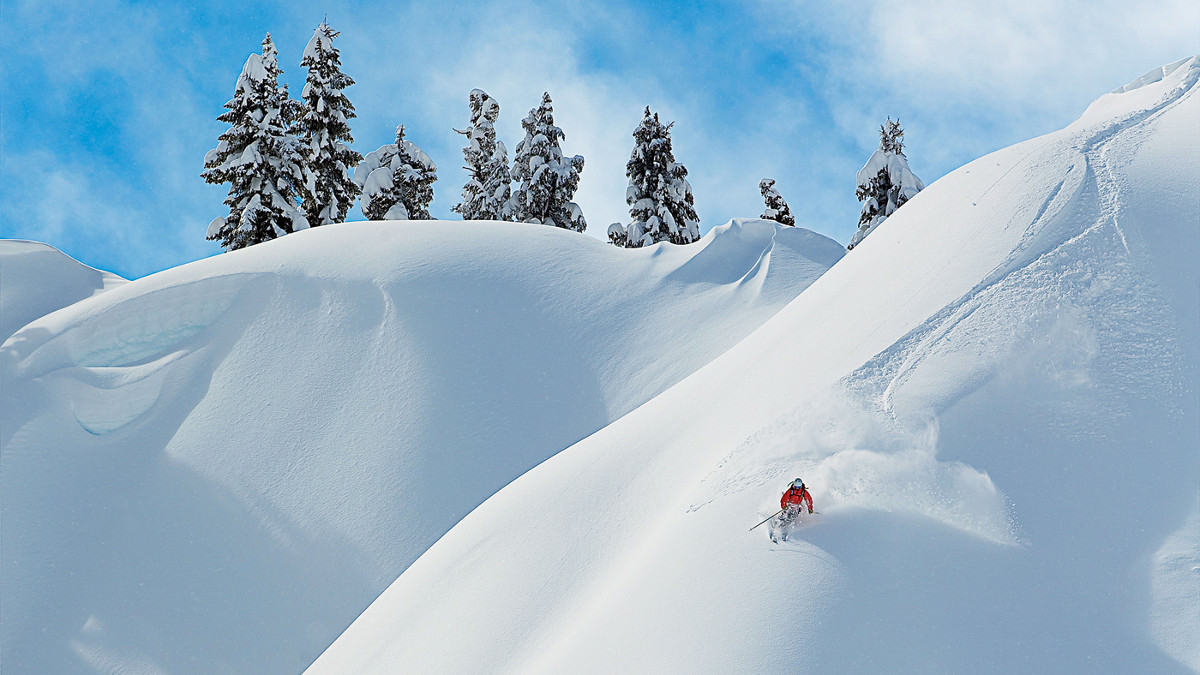 tess-golling-skiing-north-cascades