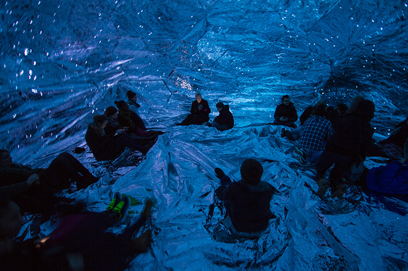 loop.ph-constructs-the-cosmos-within-inflatable-infinity-space-designboom-04