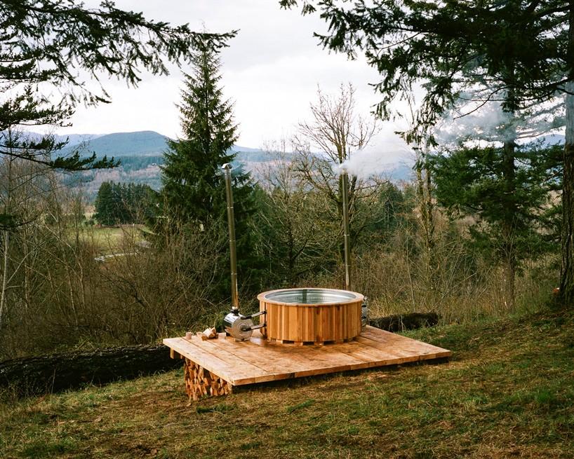 the-cinder-cone-treehouse-skatebowl-foster-huntington-designboom-11-818x655