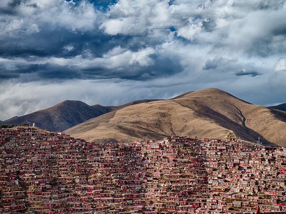 Larung Gar, maisons de 40 000 moines en Chine, par Guczo
