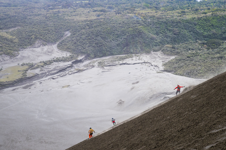 skier sur un volcan au vanuatu