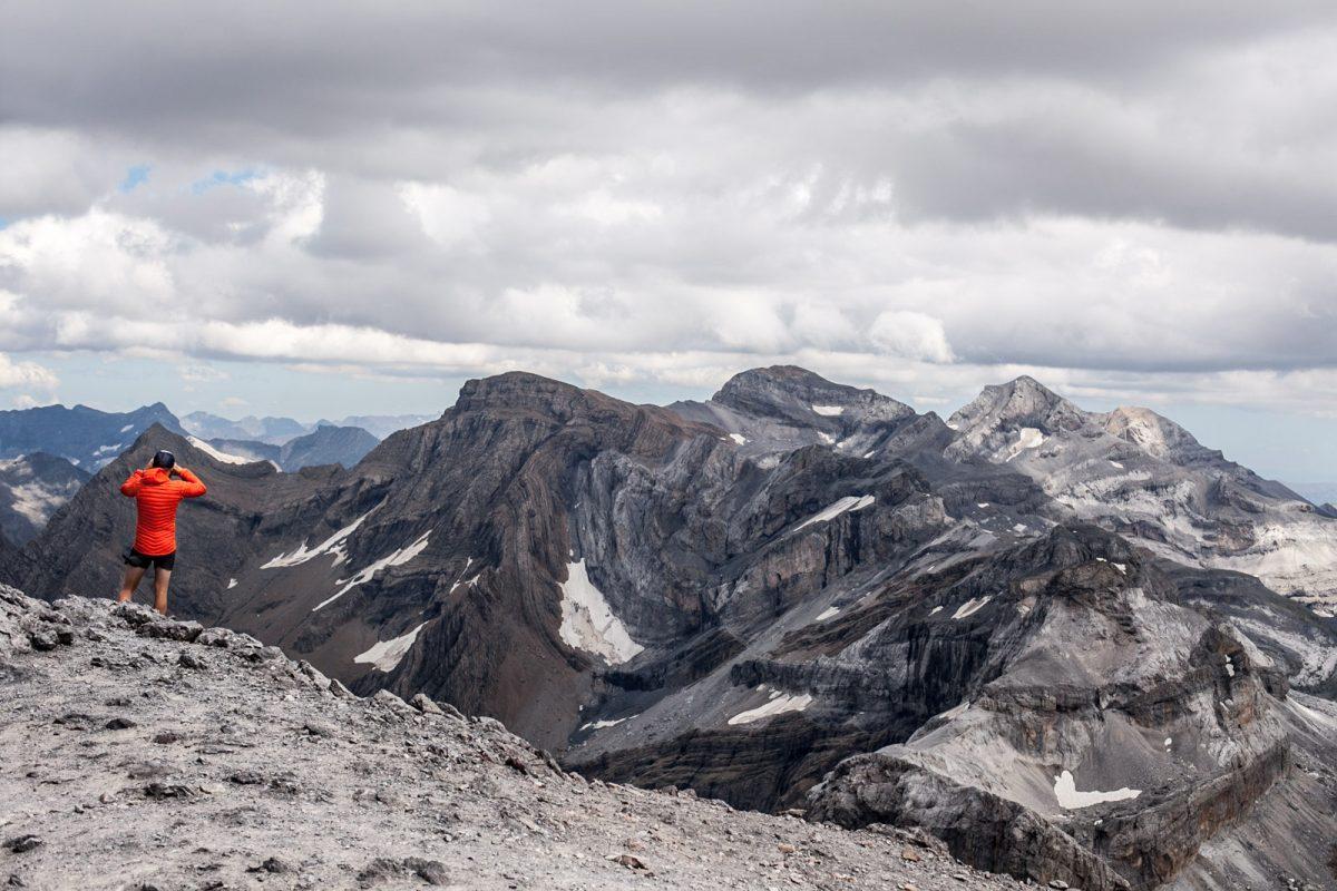 Les randonnées dans le parc national Pyrénées offrent des panoramas subliment.