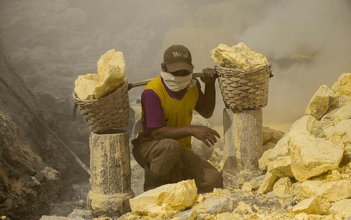 Sidney-Léa Le-Bour photo-documentariste volcan Indonesie Java souffre