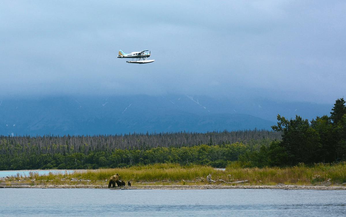 Dorine Bourneton pilote voltige hydravion Alaska Les Baladeurs
