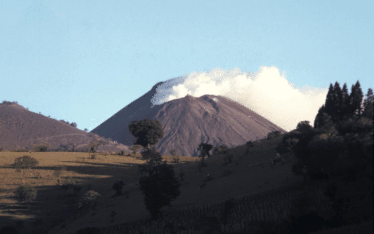 Jacques-Marie Bardintzeff volcanologue Guatemala Les Baladeurs