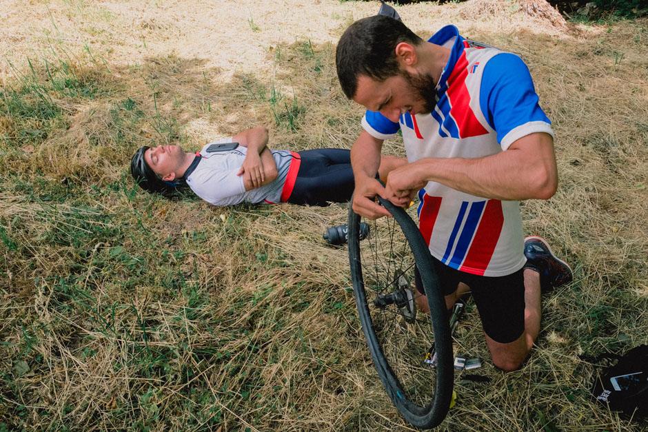 Toujours prévoir un kit de réparation en cas de crevaison pour votre vélo gravel.