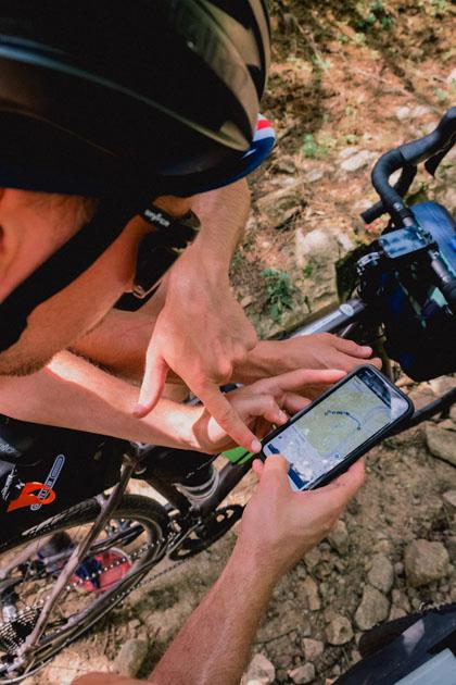 L'application Komoot permet de prévoir et partager son itinéraire en vélo gravel.
