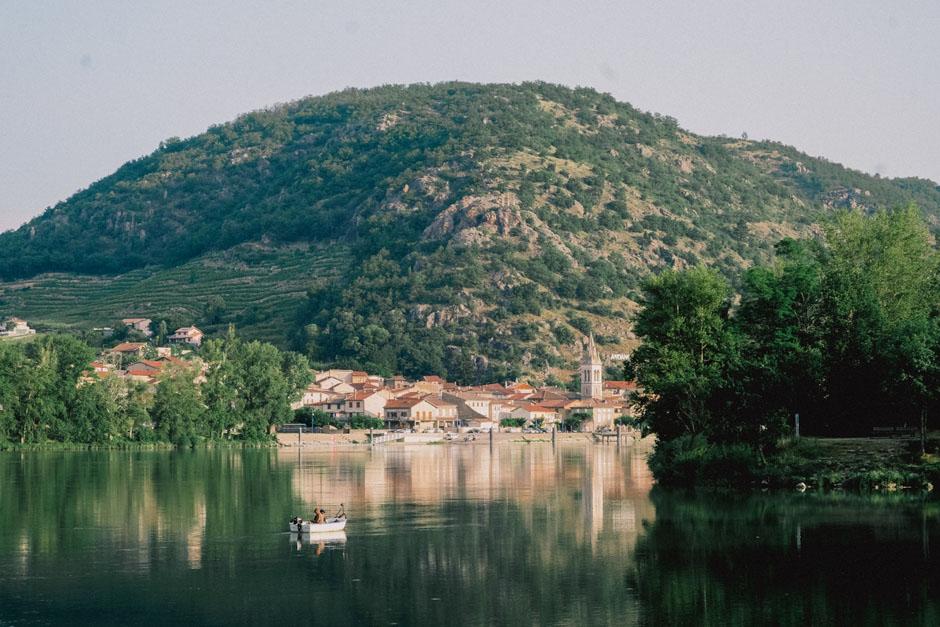 L'Ardèche tient son nom de la rivière qui la traverse.