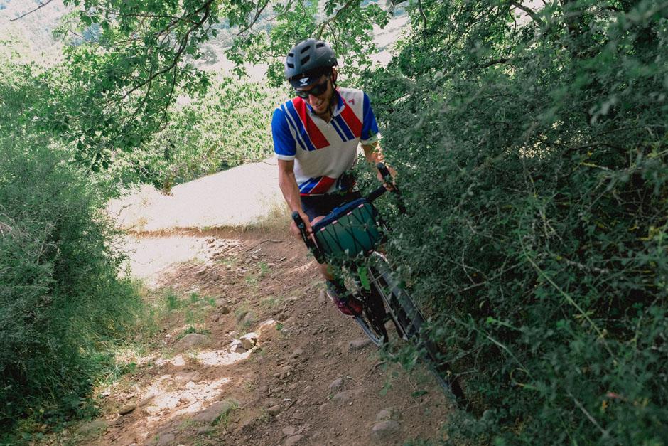 Sur les chemins des Monts d'Ardèche, en vélo gravel.