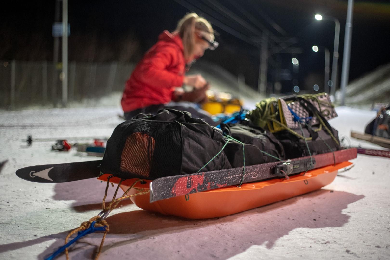 Pulka chargée pour parcourir le Kungsleden en Laponie en skis nordiques