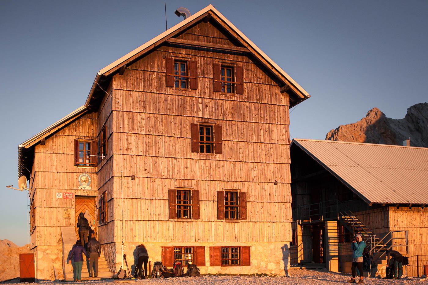 Le refuge Dom Planika, sur l'ascension du Triglav en Slovénie