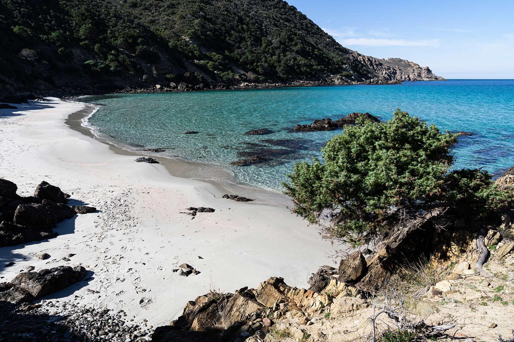 Des plages magnifiques pendant une randonnée dans le désert des Agriates, en Corse