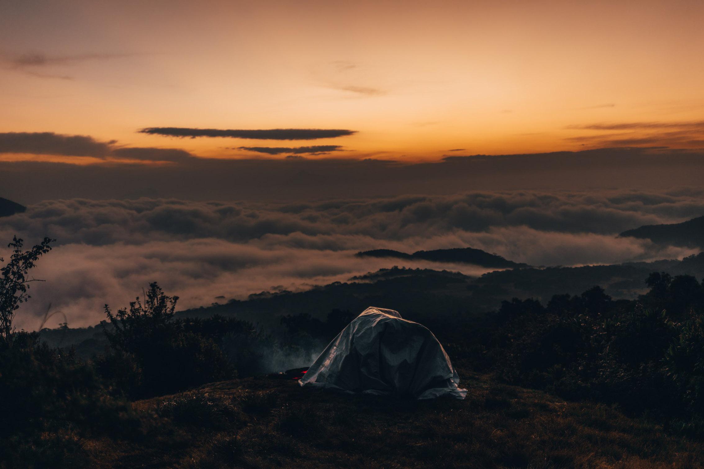Coucher de soleil lors de l'ascension du volcan Karisimbi au Rwanda.